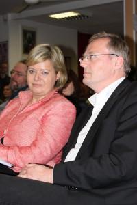 Prominente Unterstützung zum Wahlkampfauftakt: Linke-Bundesvorsitzende Gesine Lötzsch mit OB-Kandidat Kai Boeddinghaus.