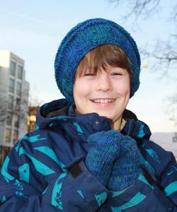 Auch Felix freut sich seit letzter Woche über wunderbar kuschelwarme Handschuhe und  seine neue Mütze.